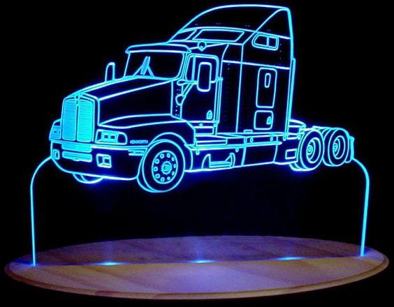 مصباح على شكل سيارة باللون الأزرق