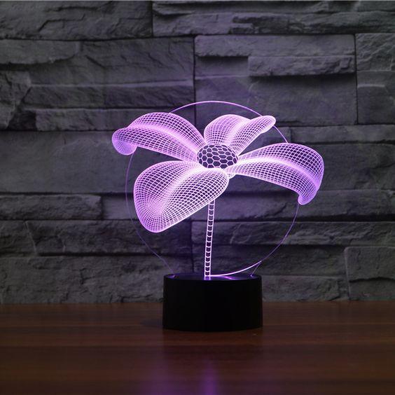 مصباح على شكل زهرة باللون البنفسجي