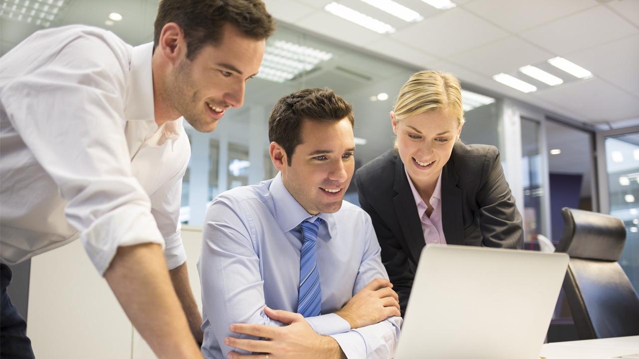 Photo of المهارات ولغات البرمجة التي تأهلك للعمل في الشركات والمدن الكبرى