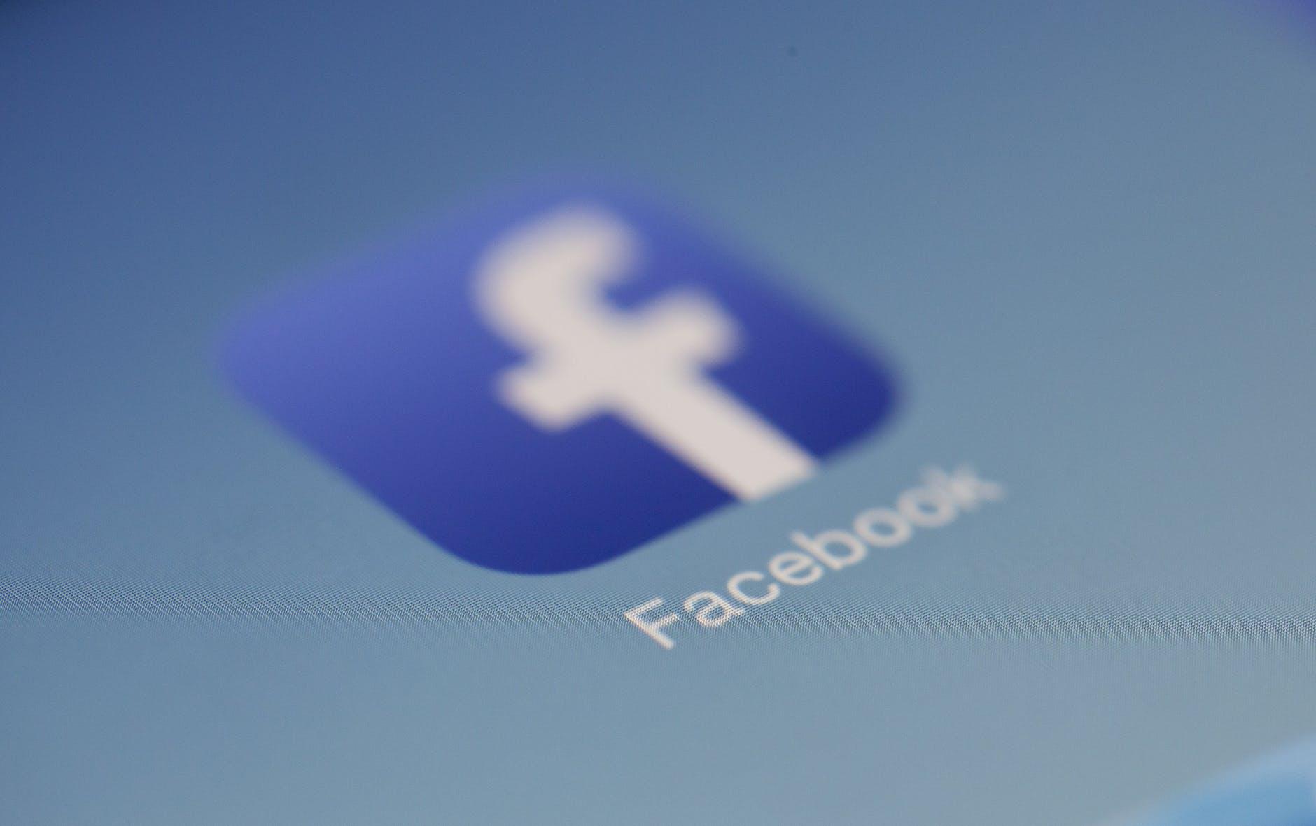 الاعلانات الممولة في الفيس بوك
